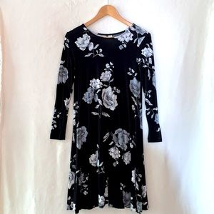 Old Navy✨Black~Gray Floral Swing Dress XS